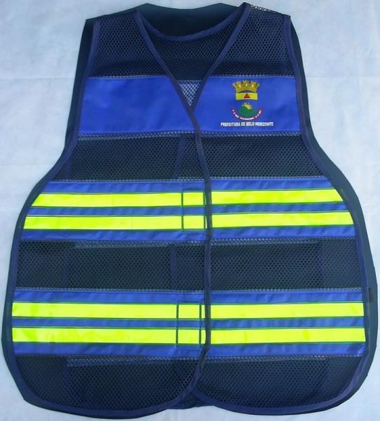 Colete Refletivo desenvolvido para Guardas Municipais na cor Azul royal e retrorrefletivos amarelos-fluorescentes.