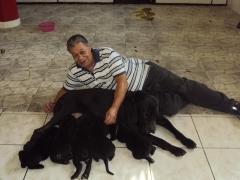 Edison vieira com ursula e filhotes