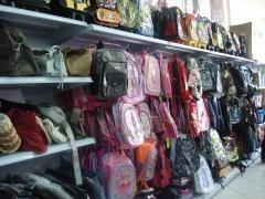 Bolsas femininas, mochilas e cases de diversas marcas, inclusive para notebook.
