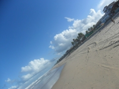 Praia no fundo da pousada...