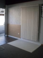 Entrada da loja (persiana na parede)