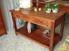 Aparador baixo com 2 gavetas e prateleira em madeira maci�a
