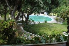 Jardins e piscina da pousada