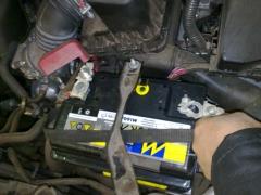 No lugar apos a limpeza dos bornes uma bateria de qualidade indiscutível