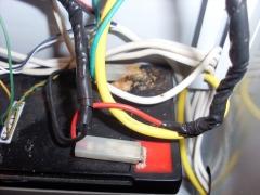 A bateria de um alarme monitorado por um concorrente apresentava-se nestas condição