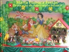 E se a sua procura for por um tema que realmente encanta as meninas, d� uma olhadinha na branca de neve decorada pela equipe da maria fuma�a festas. www.mariafumacafestas.com.br/temas/galeria_brancaneve.html