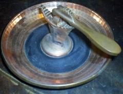 Quebra nozes cromado cor bronze + manivela em metal cor bron