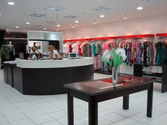Loja de roupas em mdf e madeira