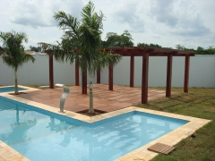 Design de piscina e fabrica�ao do pergolado e deck