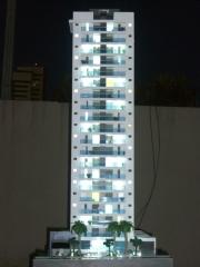 Edificio fountain hit construtora quadra - maquete iluminada 1/50 (vista com iluminação ligada)