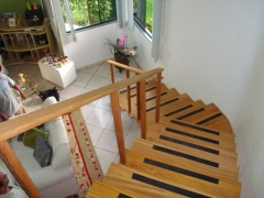 Escada para residencia fabrica em madeira maciÇa