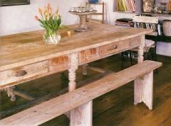 Mesa de madeira maci�a rustica com bancos
