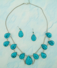 Conjunto gotas banhado a ródio com pedras sinteticas rajadas azul turquesa.