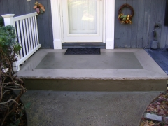 Um portico de entrada de uma casa em pearl river - ny