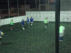amigos jogando bola