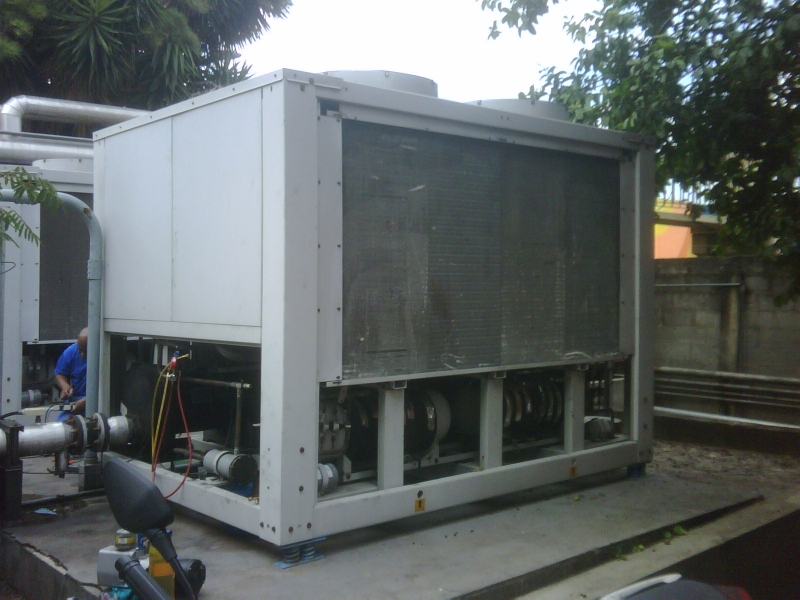 Manutenção corretiva em resfriador de líquido Carrier