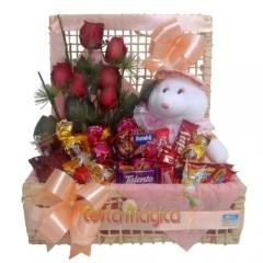 Chocolates com rosas e pelucia