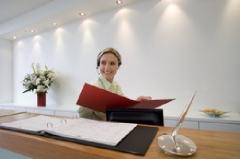 Todos profissionais de recepÇÃo sÃo simpáticos e atenciosos na execuÇÃo do seu trabalho