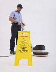 Os profissionais de limpeza executam  o servi�o sempre com os melhores equipamentos