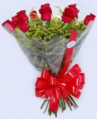 Buquê com 12 rosas nacionais