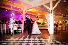 Fogos indoor na entrada dos noivos - realizamos o serviÇo completo no seu casamento.