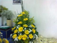 Arranjo de flores coluna de mesa