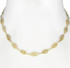 Colar de elos ovais vazados lisos e lixados entremeados, folheado a ouro ou prata.