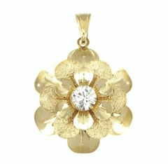 Pingente de flor com pétalas lisas e jateadas, com cristal cravado no centro, folheado a ouro ou prata.