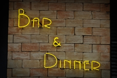 Placa neon - bar &  dinner