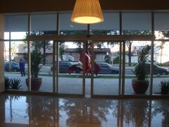 Comercial porta caixilhada com  vidro