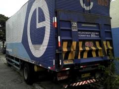 Caminhão com plataforma hidraulica