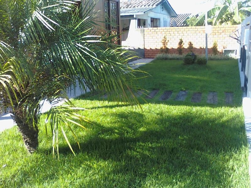 Jardim projetado e implantado por Arte Paisagismo e Jardinagem.