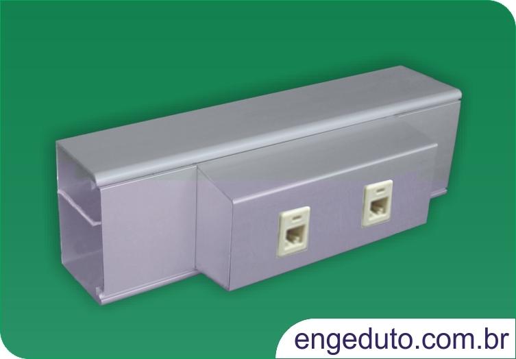 Canaleta de aluminio (70x45mm) com um intersepto descentralizado para tomadas elétricas e RJ45. Acabamento: Anodizado Fosco