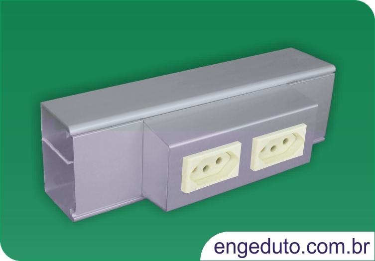 Canaleta em aluminio (70x45mm) com um intersepto descentralizado para tomadas elétricas e RJ45. Acabamento: Anodizado Fosco