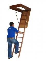 Escada para sótão em madeira