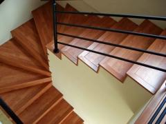 Escada piso laminado