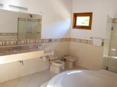 Banheiro com hidro-massagem