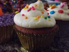 Cupcake de chocolate com cobertura buttercream baunilha