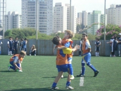 Faz o gol e corre pro abraço!