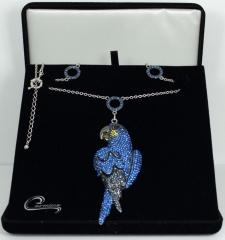 Colara arara azul - com aplique de rodio negro - 10 camadas de ouro 18k
