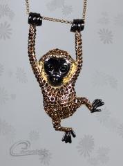 Pingente macaco muriqui com aplique de  rodio negro - joias carmine - 10 camadas de ouro 18k - joias exclusivas