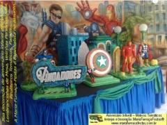 Decoração de festa de aniversário infantil com o tema os vingadores é com a maria fumaça festas. a turma dessa idade gosta de coisas atualizadas. saiba mais em www.mariafumacafestas.com.br / www.temasinfantis.com.br / www.multidicas.com.br