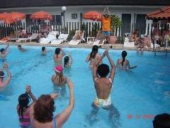 Atividades na piscina do hotel