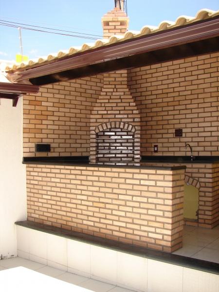 churrasqueira , balcão e telhado