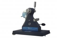 ELMENDORF MANUAL, modelo EQ, O equipamento Elmendorf, destina-se à determinação da resistência ao rasgo de papéis nas duas direções de fabricação e aplica-se papéis em geral, papel Kraft e alguns cartões. Equipamento manual. Atende Normas Técnicas: ISO 1974 DIN 53128 SCAN P11 TAPPI T414