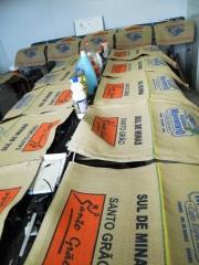 MarcaÇÃo de sacarias de cafés, estampa de sacarias de cafés,  estamparia de sacarias de cafés, pinturas de sacarias de cafés, desenhos  de sacarias de cafés, serigrafia em sacarias de cafés, silk screen em sacarias, areado-mg, areado - mg, areado minas gerais, carmo de minas-mg, pedregulho-sp, cooxupé, coopercarmo,1. 2009 2010 2011 município uregi região área de produção área de produtividade área de produtividade produtividade produção produção produção sc 60 produção sc 60 kg produção sc 60 kg sc 60 kg benef/ha sc 60 kg/benef sc 60 kg/benef ha kg/benef ha benef/ha ha benef/ha 1 patrocínio patos de minas cerrado 29.100 17 503.430 30.714 25 773.993 29.768 18 535.824 2 monte carmelo uberlÂndia cerrado 22.000 20 440.000 14.300 37 529.100 20.700 24 496.800 3 três pontas alfenas sul 13.700 30 411.000 22.000 23 506.000 15.000 30 450.000 4 araguari uberlÂndia cerrado 18.150 21 381.150 11.580 40 463.200 18.150 24 435.600 5 rio paranaíba patos de minas cerrado 18.000 20 360.000 18.150 23 417.450 19.000 20 380.000 6 carmo do paranaíba patos de minas cerrado 17.000 20 340.000 10.000 41 410.000 14.000 26 364.000 7 manhuaçu manhuaÇu zona da mata 9.600 35 336.000 11.280 36 406.080 11.280 31 349.680 8 nepomuceno lavras sul 8.000 40 320.000 13.550 28 379.400 10.680 30 320.400 9 campos gerais alfenas sul 10.000 30 300.000 18.000 20 360.000 16.676 18 300.16810 coromandel patos de minas cerrado 11.300 26 293.800 10.404 34 353.736 10.000 30 300.00011 durandé manhuaÇu zona da mata 11.440 25 286.000 17.450 20 349.000 14.900 20 298.00012 alfenas alfenas sul 10.000 27 273.000 8.000 40 320.000 10.078 30 297.30113 serra do salitre patos de minas cerrado 14.900 16 238.400 9.600 32 307.200 9.500 30 285.00014 capelinha capelinha nordeste 10.950 20 219.000 10.000 30 300.000 10.905 25 267.17315 piumhi passos sul 7.297 30 218.910 15.000 20 300.000 13.350 20 267.00016 carmo do rio claro passos sul 9.112 24 214.132 14.900 20 298.000 9.600 27 259.20017 botelhos guaxupé sul 8.745 24 209.880 9.590 29 