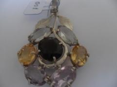 Pingente em prata 950 com 7 pedras, sendo 2 citrines, 2 ametistas, 2 aguas marinhas e 1 quartzo fume