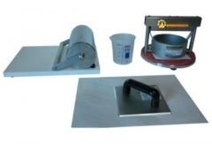 Cobb tester  linha papel  equipamento para a determinação da quantidade de água que pode ser absorvida pela superfície de papéis, cartões e papelão ondulado (não absorventes) em um tempo especificado. acompanha rolo condicionador de amostras, chapa de formato para corte do corpo-de-prova (12,5 x 12,5cm) e descanso para o rolo condicionador. fabricado em material não-corrosível. normas técnicas aplicáveis: abnt nbr nm iso 535 e tappi t-441