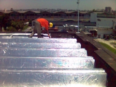 Aplicação de manta alluminizada telhado da avon