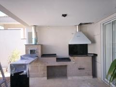 Churrasqueira com coifa e fogão a lenha. na bella telha 11-45555-5444 voce transforma seu espaço na area de lazer e gourmet do seu sonho www.bellatelha.com.br